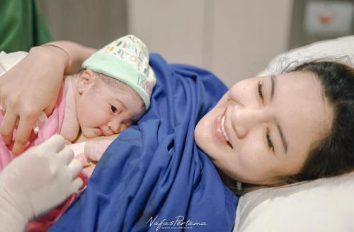 Nella Kharisma melahirkan anak pertama. (Foto: Nafas Pertama)