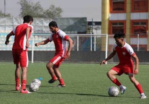 Negara yang pertama kali memperkenalkan permainan sepak bola