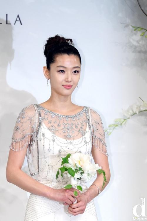 Jun Ji Hyun menikahi seorang bankir. (Foto: Dispatch)