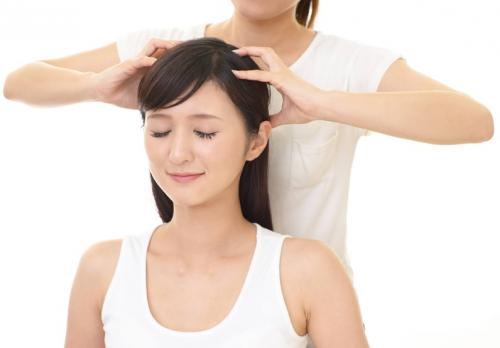 10 cara mengatasi rambut rontok berlebihan