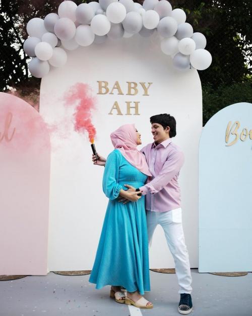 Aurel Hermansyah dan Atta Halilintar umumkan jenis kelamin anak pertama mereka. (Foto: Instagram/@aurelie.hermansyah)