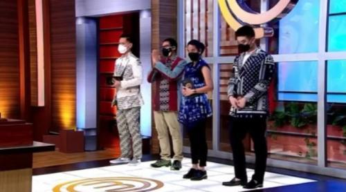 Dewan juri dan Menparekraf Sandiaga Uno mengenakan pakaian khas Nusantara di Grand Final MasterChef Indonesia Season 8. (Foto: Instagram @masterchefina)