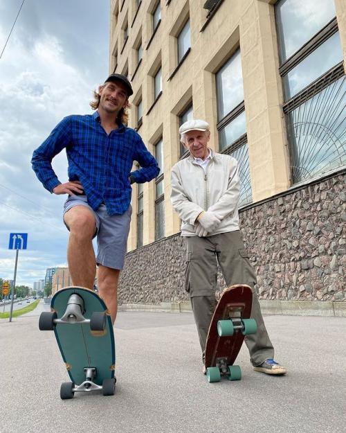 Viral kakek 73 tahun skateboarder. (Foto: Instagram @timukhinmax)