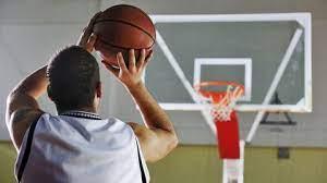 10 teknik dasar bola basket menembak