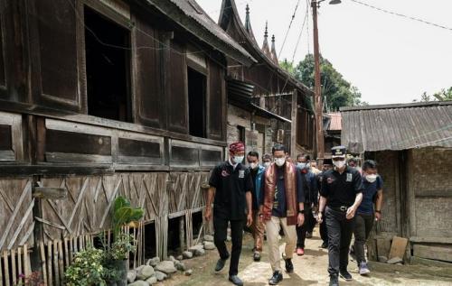 Sandiaga Uno kunjungi Desa Wisata Saribu Gonjong