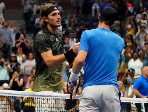 Stefanos Tsitsipas menang atas Andy Murray (Foto: Reuters)
