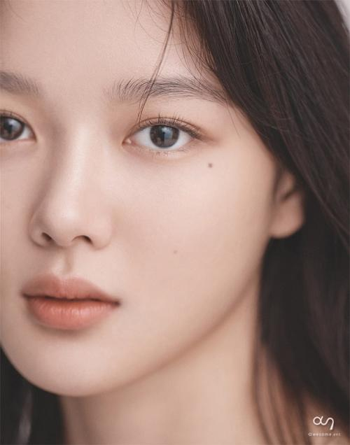 Kim Yoo Jung mengonfirmasi keterlibatannya dalam film 20th Century Girl. (Foto: Awesome Ent)