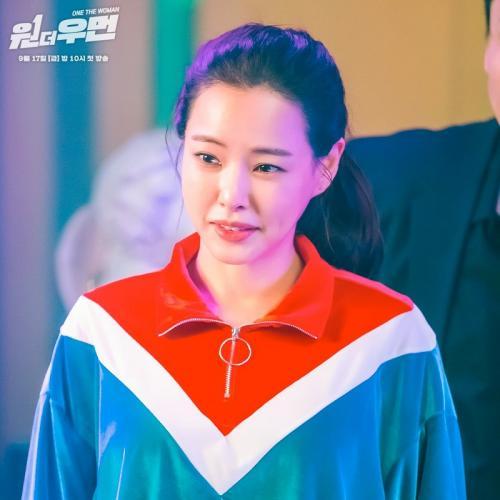 SBS rilis poster terbaru One the Woman yang memperlihatkan dua karakter yang dibintangi Honey Lee. (Foto: SBS)