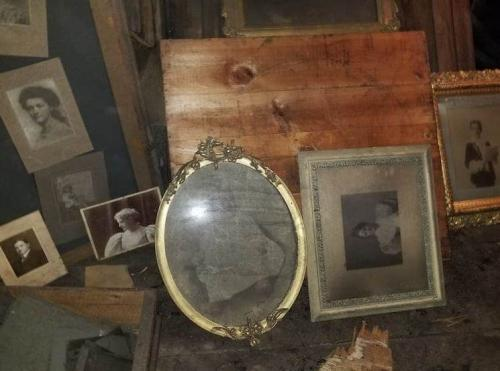 Foto Bersejarah Ditemukan di Loteng