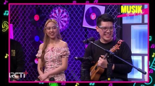 Sisca JKT48 jajal kemampuan bahasa Thailand di Music Buat Elo. (Foto: RCTI+)