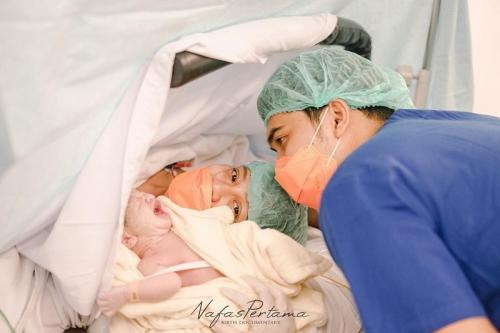 Chelzea Verhoeven melahirkan anak pertama. (Foto: Nafas Pertama)