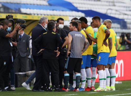 Momen kericuhan di laga Brasil vs Argentina