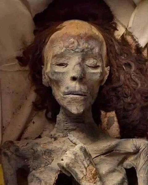 Mumi Ratu Tiye istri Raja Firaun Amenhotep III. (Foto: Instagram @jejaksejarah1)