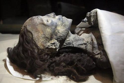 Mumi Ratu Tiye istri Raja Firaun Amenhotep III. (Foto: Historicaleve)