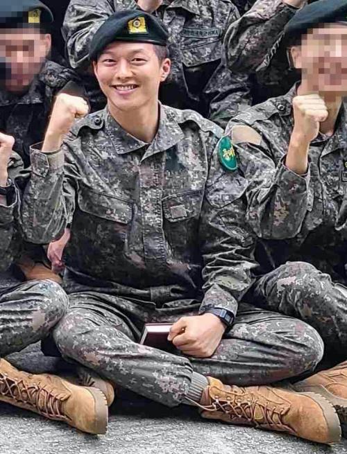 Foto perdana Jang Ki Yong dari barak militer. (Foto: Insight)