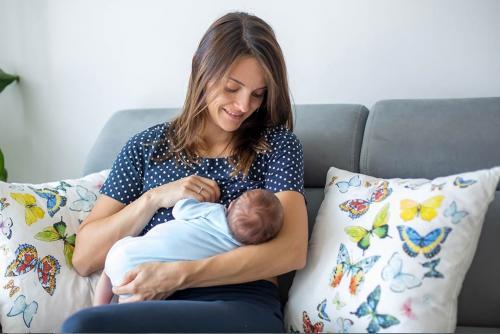 10 cara menghilangkan cegukan pada bayi