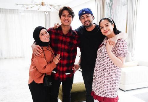 Nagita Slavina dan Raffi Ahmad saat menjamu Rizky Billar dan Lesti Kejora. (Foto: Instagram/@rizkybillar)