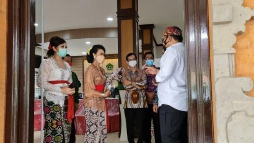 Menag Yaqut Cholil Qoumas di Kantor PTSP Kanwil Kemenag Bali. (Foto: Kemenag.go.id)