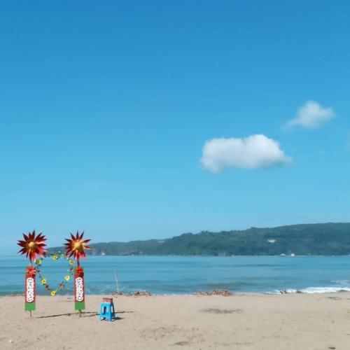 Pantai Pantai Door