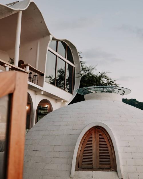 Makalele Domes, Lombok