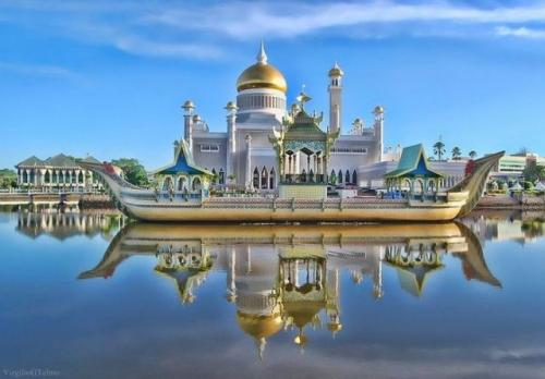 Masjid Sultan Omar Ali Saifuddin Brunei. (Foto: About Islam)