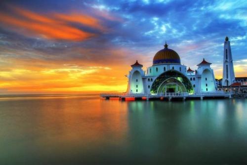 Masjid Selat Melaka Malaysia. (Foto: About Islam)