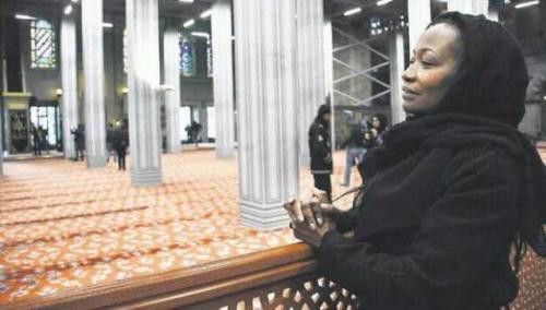 Penyanyi jazz Amerika Serikat Della Miles mantap masuk Islam. (Foto: Instagram @DellaMiles13)
