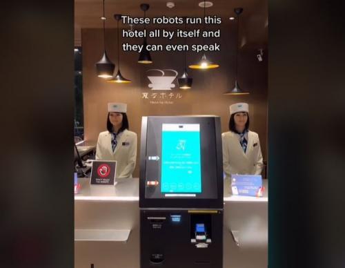 Robot Cantik di Hotel Jepang
