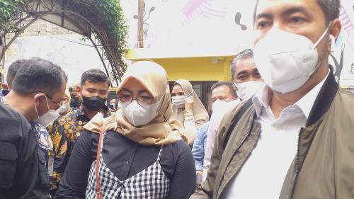 Sunan Kalijaga mendampingi S dan Marlino Octoria menyambangi Komnas Perempuan di Menteng, Jakarta Pusat, pada 21 September 2021. (Foto: MPI/Nandha)