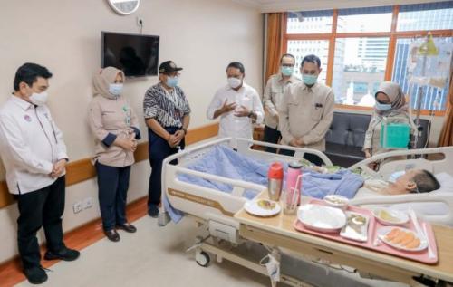 Verawaty Fajrin dijenguk Menpora selaku perwakilan pemerintah Indonesia (Foto: Kemenpora)