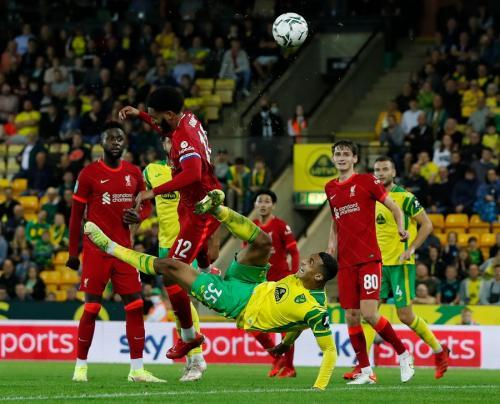 Joe Gomez vs Norwich City (Foto: Reuters)