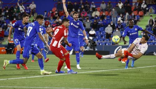 Luis Suarez vs Getafe (Foto: Reuters)