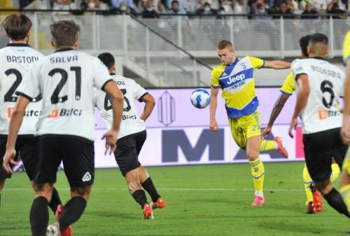 Matthijs de Ligt vs Spezia (Foto: Reuters)