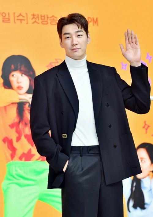 Kim Young Kwang membintangi drama baru Netflix, Finger. (Foto: KBS 2TV)