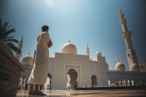 Ilustrasi Muslimin melawan hawa nafsu keburukan dengan lebih mendekatkan diri kepada Allah Subhanahu wa ta'ala. (Foto: Unsplash)