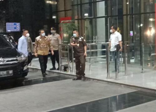 Azis Syamsuddin tiba di KPK
