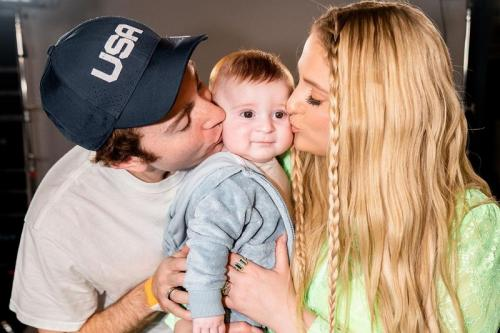 Meghan Trainor bersama suami dan anak. (Foto: Instagram/@meghan_trainor)