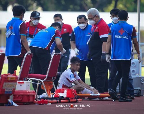 Kevy Syahertian di laga Madura United vs PSS Sleman di Liga 1 2021-2022. Foto: Twitter/@maduraunitedfc