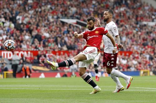Bruno Fernandes vs Aston Villa (Foto: Reuters)