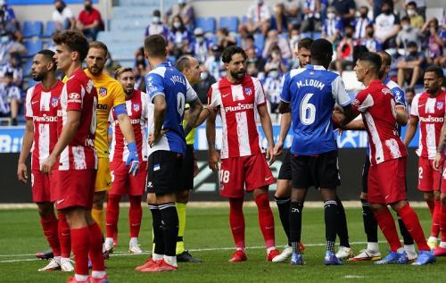 Deportivo Alaves vs Atletico Madrid di Liga Spanyol 2021-2022. Foto: Reuters
