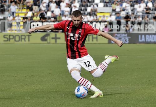 Laga Spezia vs AC Milan di Liga Italia 2021-2022. Foto: Reuters