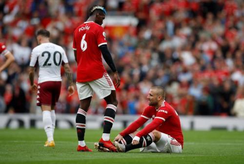 Momen Shaw cedera di laga Man United vs Aston Villa.
