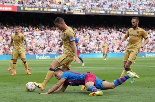 Laga Barcelona vs Levante dalam Liga Spanyol 2021-2022. Foto: Reuters