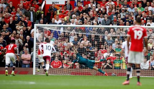 Momen Bruno Fernandes gagal penalti di laga Man United vs Aston Villa