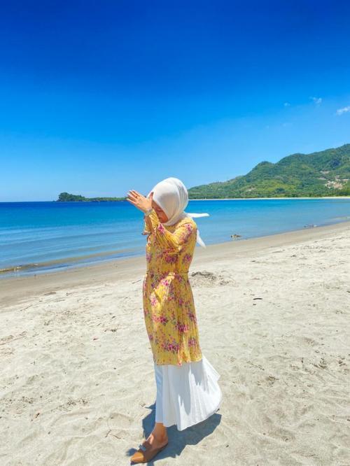 View Pantai Pamboang, Majene