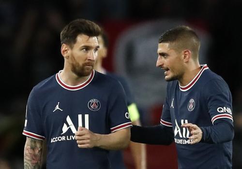 Lionel Messi dan Marco Verratti di laga PSG vs Manchester City pada Liga Champions 2021-2022. Foto: Reuters