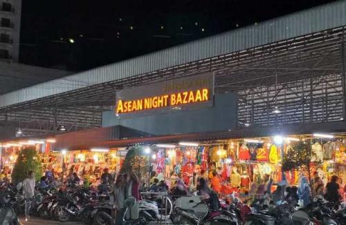 ASEAN Night Bazaar Hat Yai Thailand. (Foto: Instagram @saraswati92)