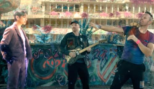 Coldplay dan BTS rilis MV My Universe. (Foto: YouTube/Coldplay)