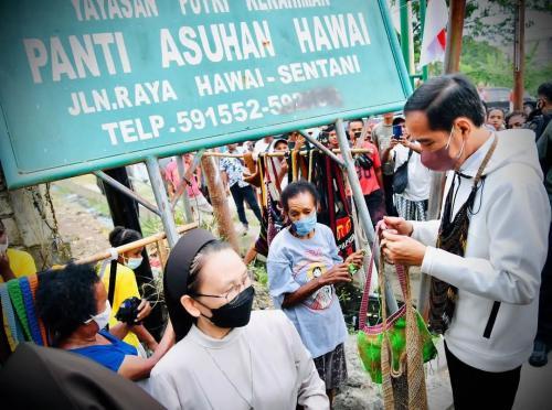 Jokowi Beli Noken