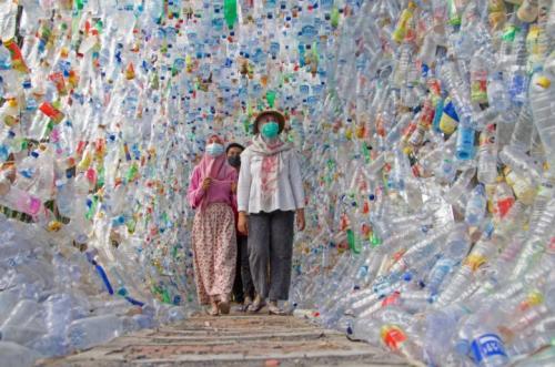 Pameran Sampah Botol Plastik